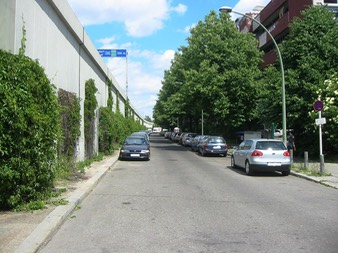 Begrünter Beton in der Rembrandtstraße